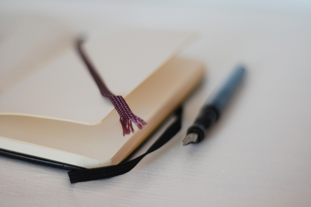 Notebook and fountain pen (Flickr: derya)